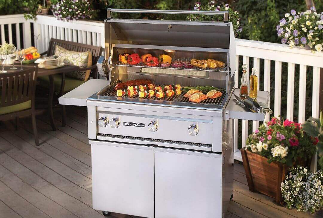 lynx sedona grills include a temperature guage mounted on the hood so you can get an instant reading of the internal temperature at a quick glance - Lynx Grill